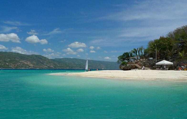 crystal_blue_water_sumilon_island