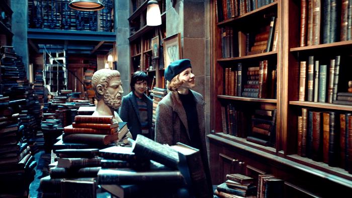 Hugo Movie Stills Bookstore 3 - Back Shelf