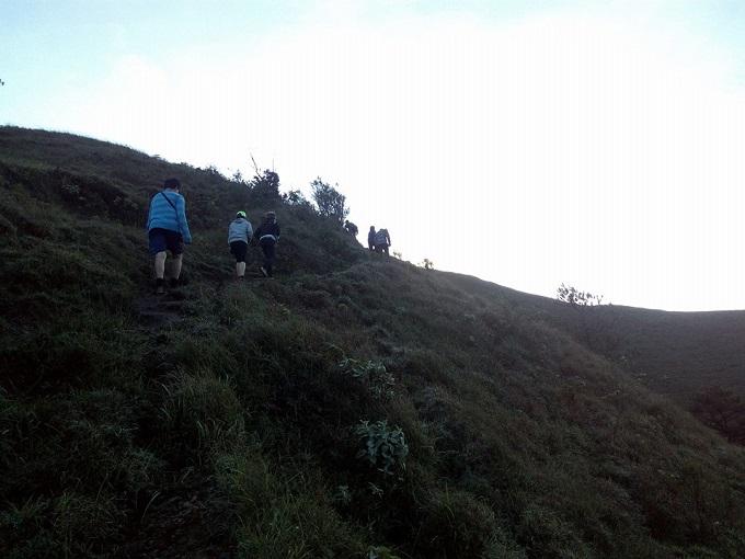 hike through mt ulap